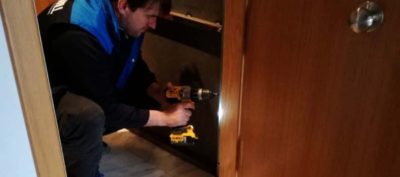 ¿Necesitas instalar o retirar una puerta anti-okupa?
